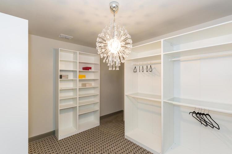 220+W+Fair+Oaks+Alamo+Heights-large-037-37-Master+Closet-1500x1000-72dpi.jpg