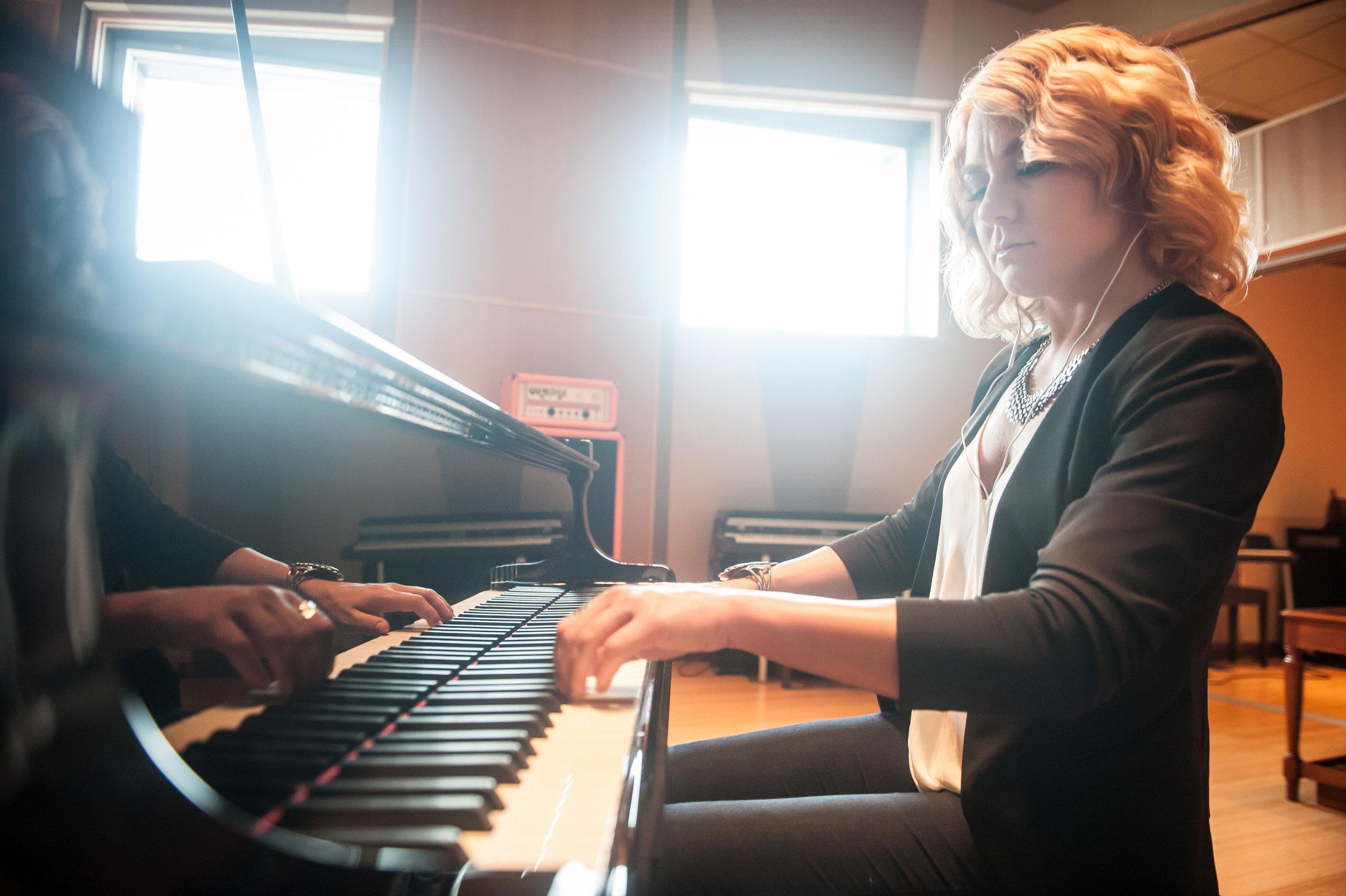 Alicia Pyle at the piano