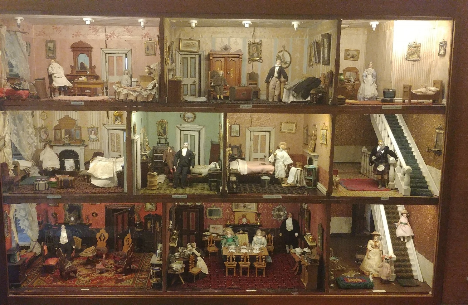 I was obsessed with this dollhouse as a child. Still am.