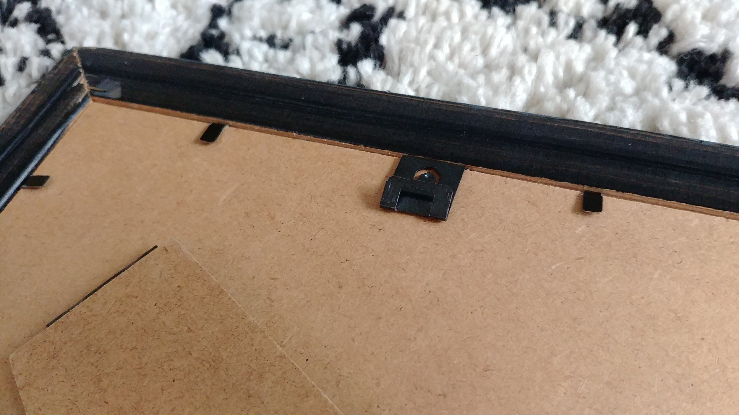 Close-up of the sawtooth fastener which clips over the backer board.