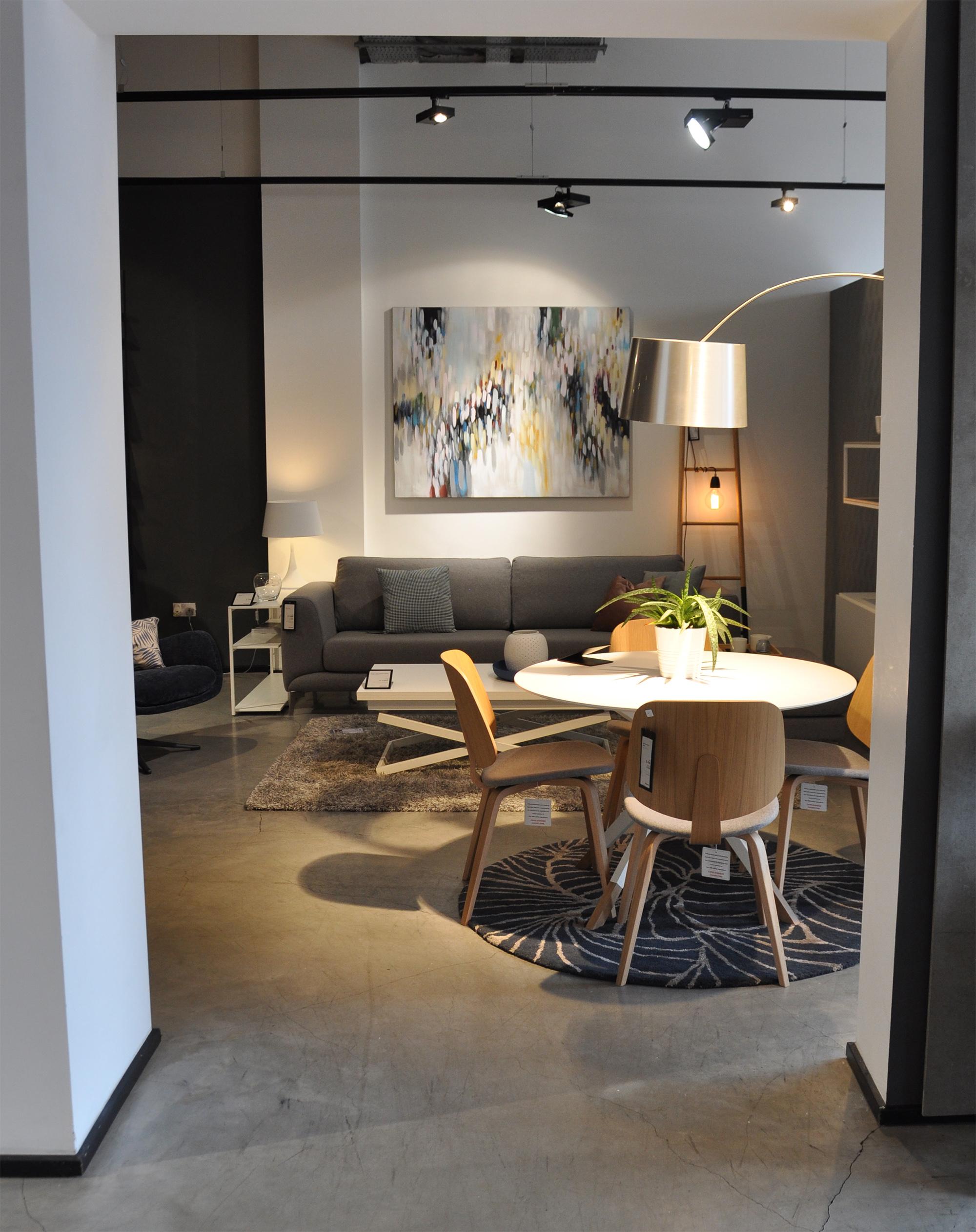 Aarhus chairs ,  Billund table ,  Ankara rug ,  Kuta floor-standing lamp .