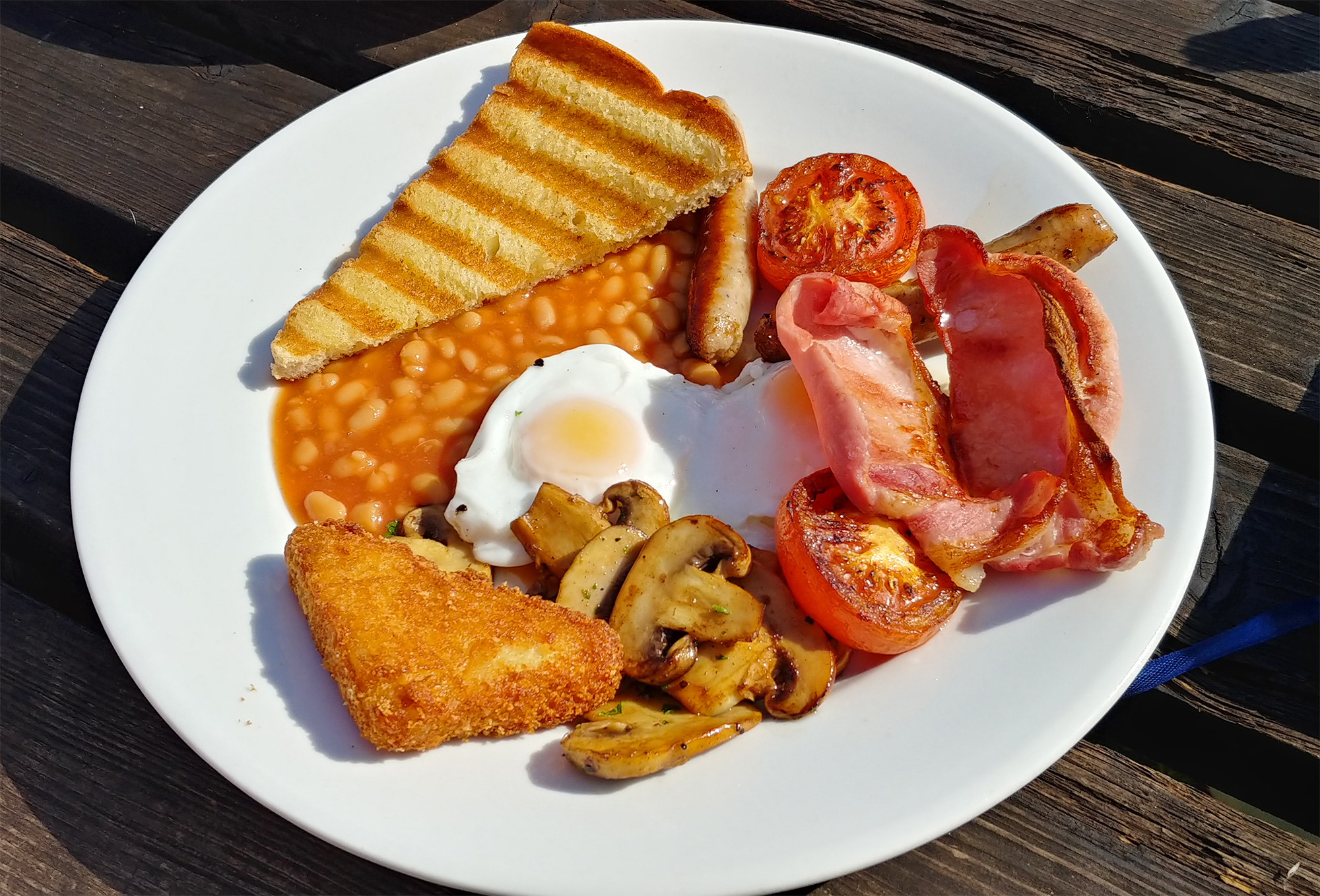 The best full English breakfast I have ever had in my life. The fried bread was an absolute taste sensation. Thoroughly recommended.