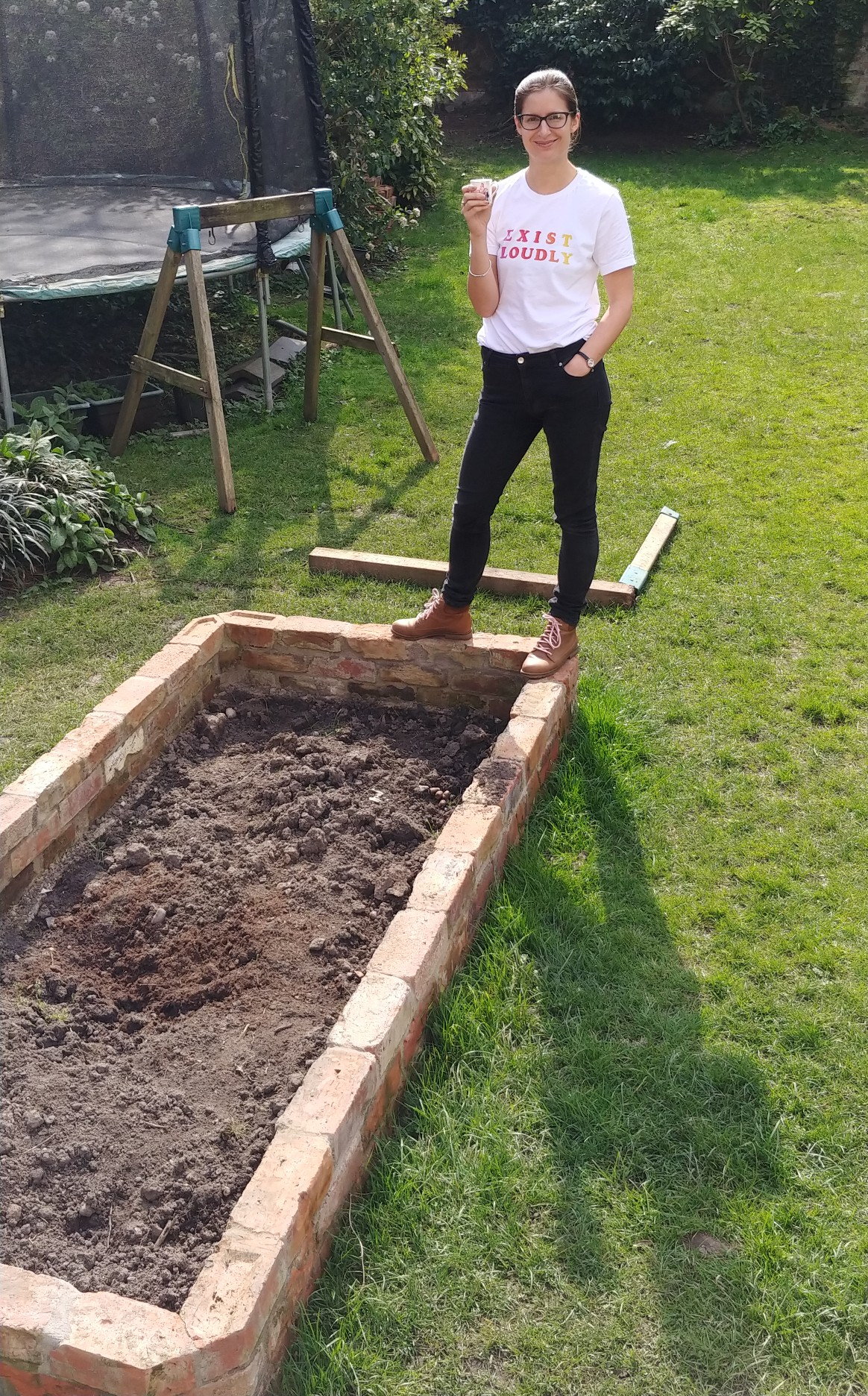 How To Build Raised Beds From Reclaimed Bricks Alice De Araujo