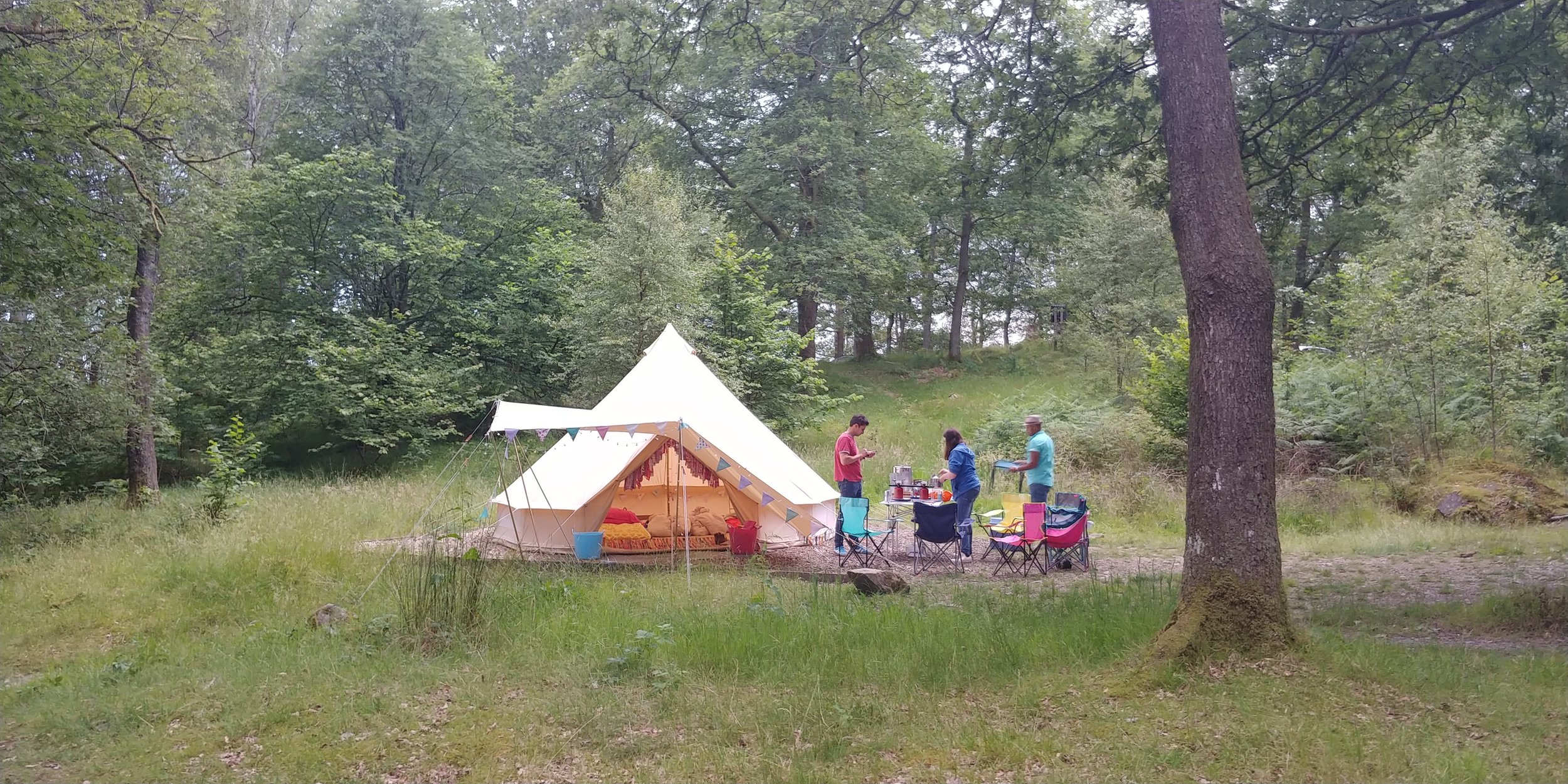 What a great spot. The pitch is covered in woodchip, which is understandable considering the location, but made pitching a bit tricky. We stretched our guy ropes so we could hammer our big bell tent pegs into the grass around the pitch, and used our rock pegs to go into the woodchip.