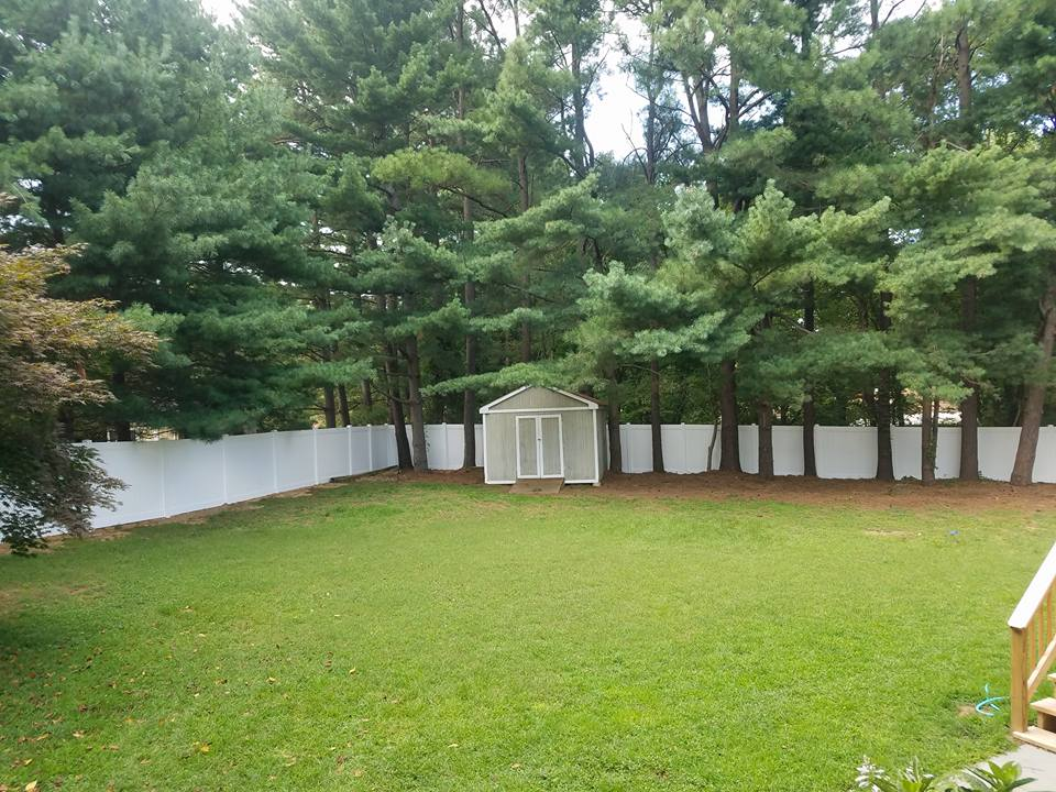 Vinyl Fence Surrounding Yard