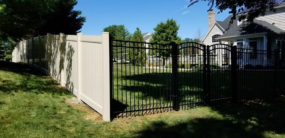 Vinyl Fence with Metal Fence