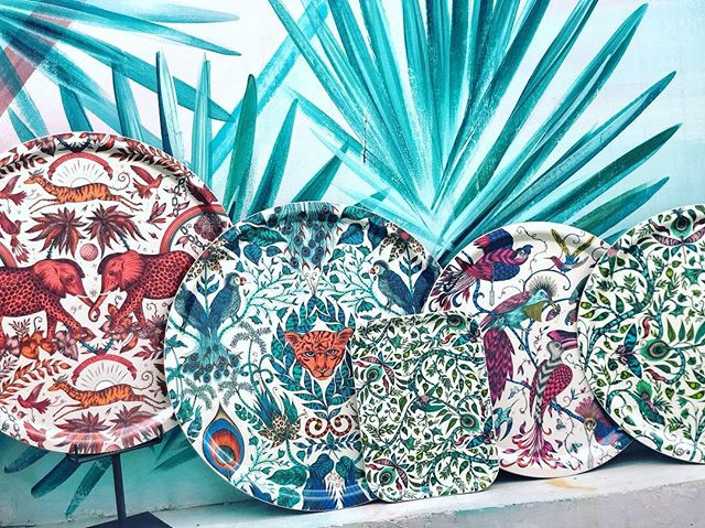 Como son nuestras nuevas bandejas? No os apasionan? Nosotras estamos absolutamente enamoradas 💗 #pinson #pinsonliving #mesaspinson #mesasbonitas #lartdelatable #tabledecor #tablesetting #platos #vajillas #loza #regalos #manteles #manteleria #regalosdeboda #dinnerware #pottery #gres #mesaspinson #tienespinson #artdelatable #decoracion #deco #vajilla #slowdeco #sorteo #sorteovajilla #sorteopinson #handmade #artesania #handcrafted