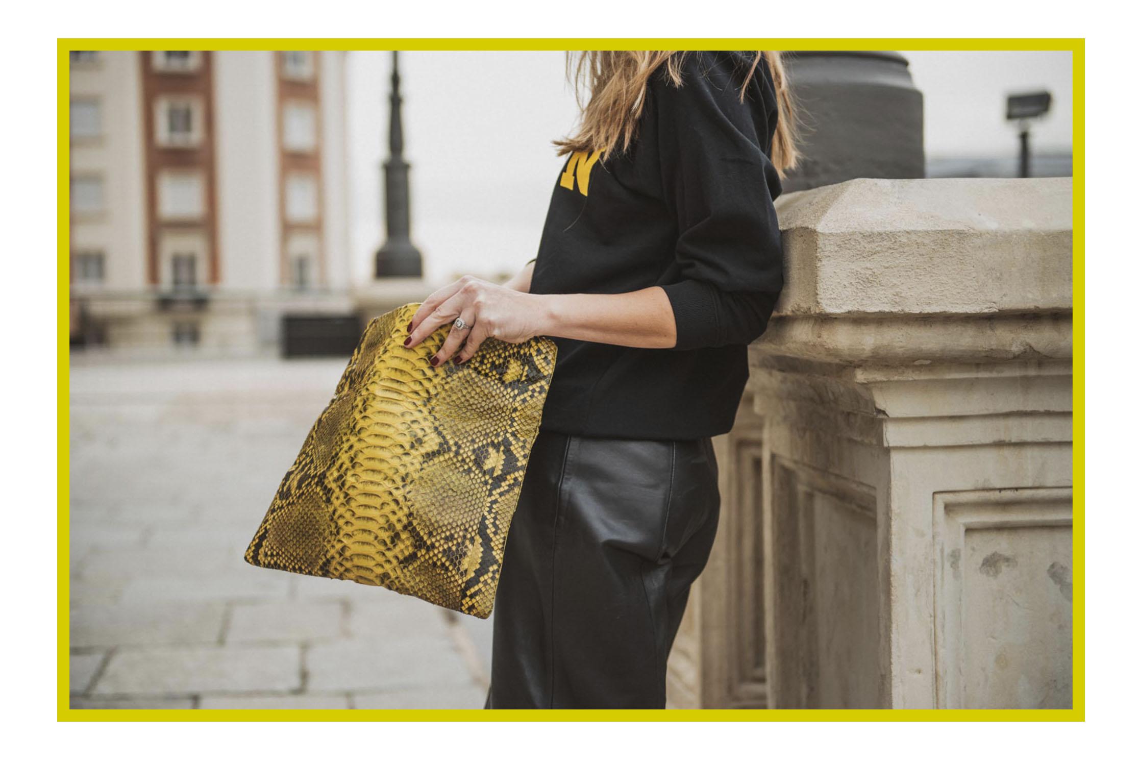 Mis Balinesas Yellow clutch