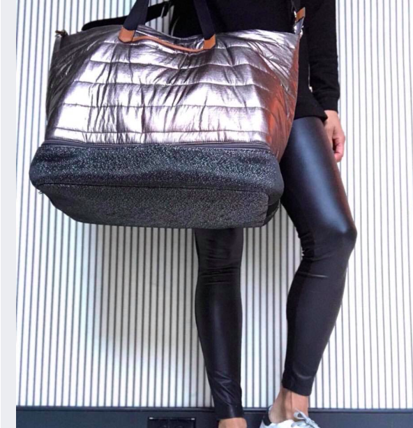#obsessed! You know I love a shimmer - and this rose gold hue feels inspiring and luxurious so getting my sweat on feels like a treat!  Pockets, compartments, and style for DAYYYYYYYSSSS.