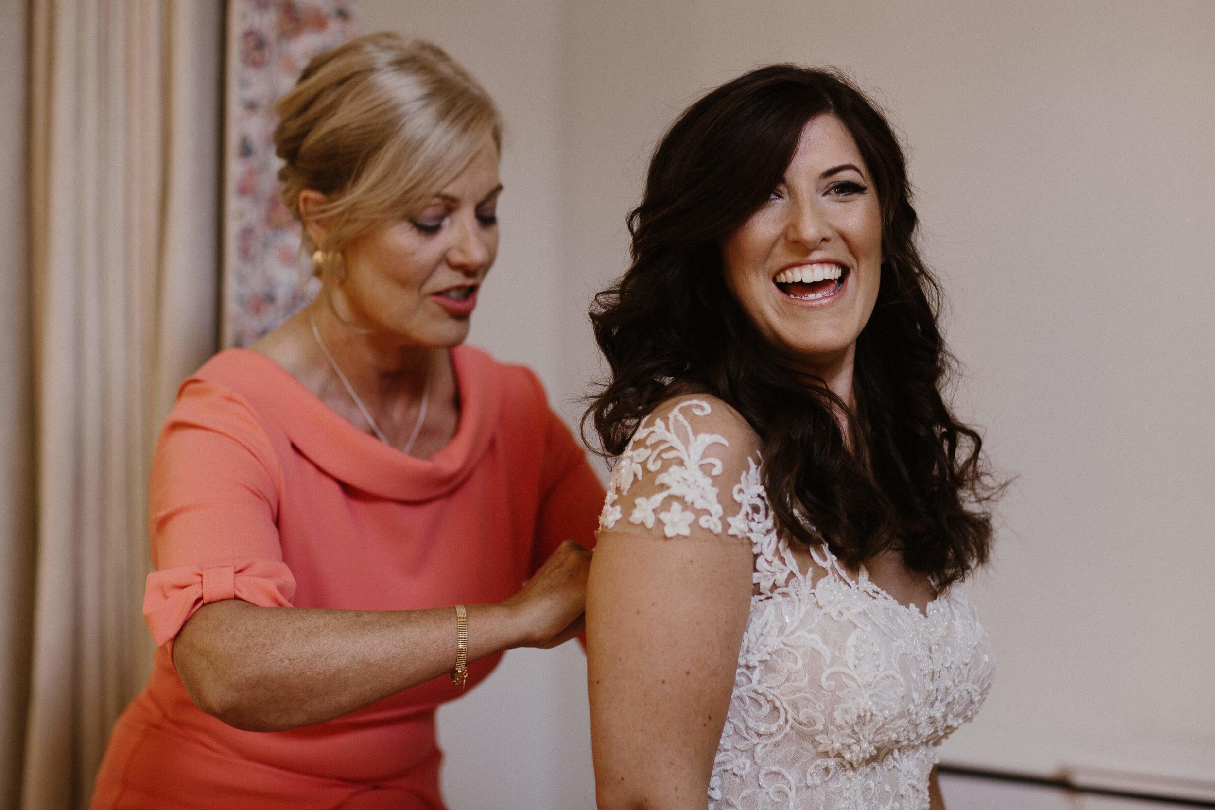 Nat and Tom - 02 - Bride Prep - Sara Lincoln Photography-26.jpg