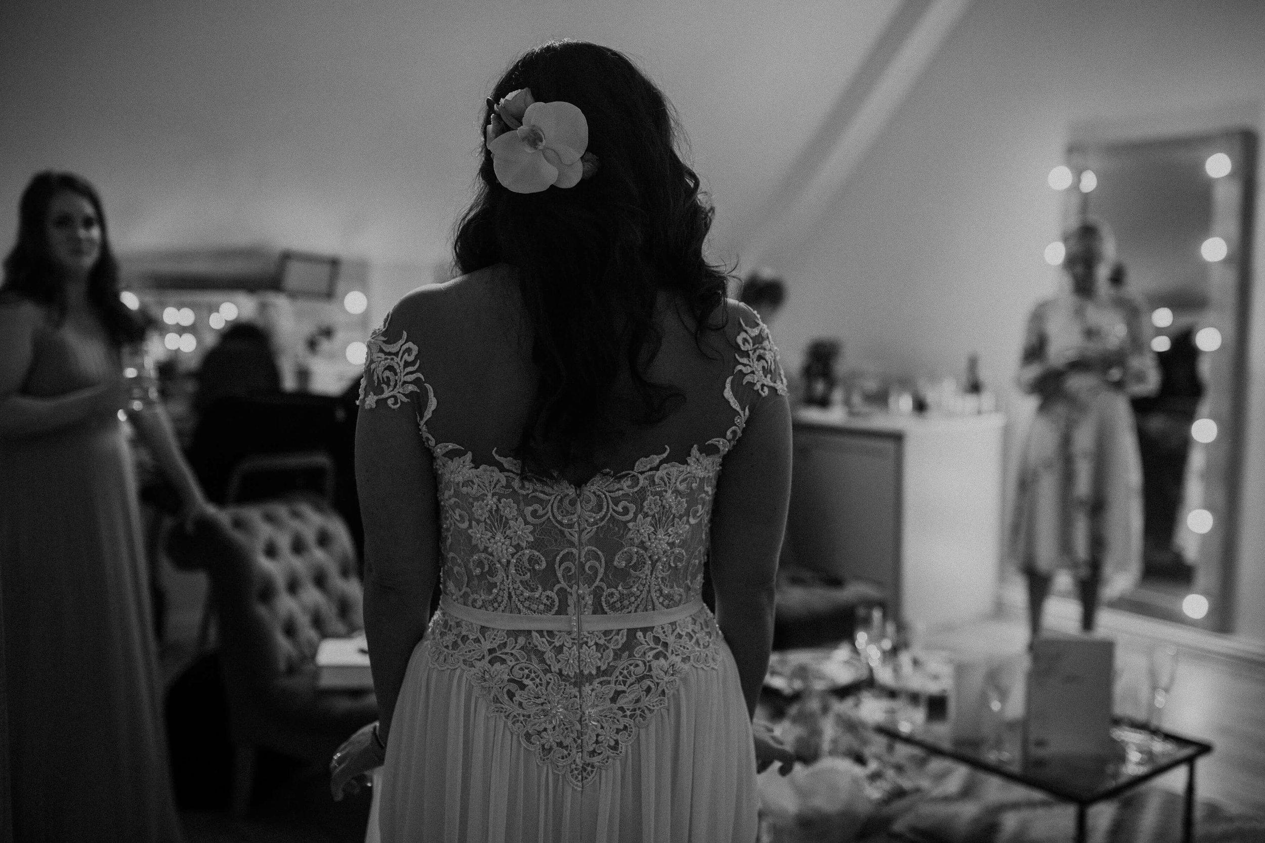 Nat and Tom - 02 - Bride Prep - Sara Lincoln Photography-27.jpg