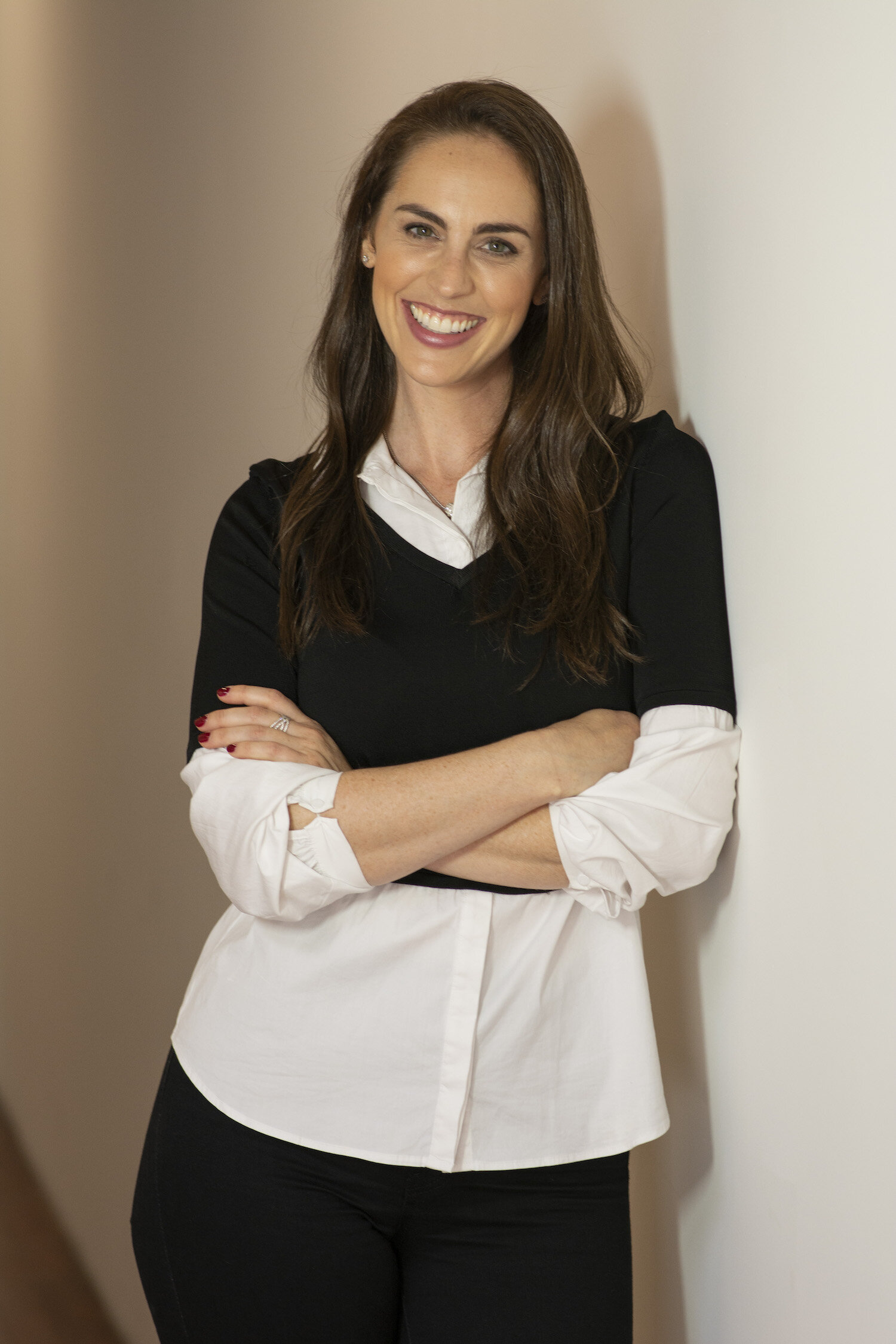Dr. Margolis is a clinical psychologist committed to helping her clients make contact with the truest version of themselves. She is energized by supporting women as they discover their core values in order to live authentically and deeply. She loves supporting clients in realizing their full potential and letting their inner wisdom lead them to more balanced, more meaningful, and fuller lives.  CLICK FOR FULL BIO ▶️