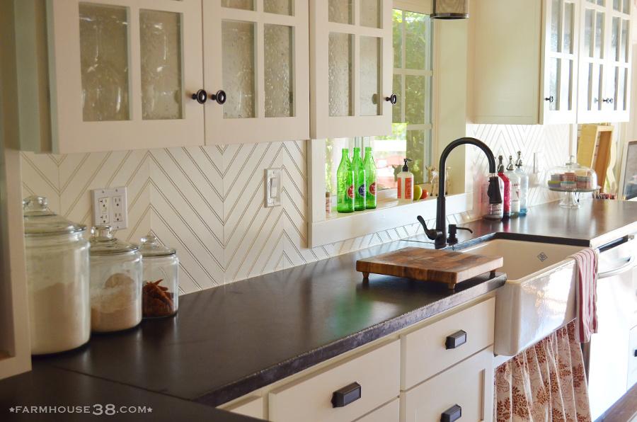 Farmhouse-style sink