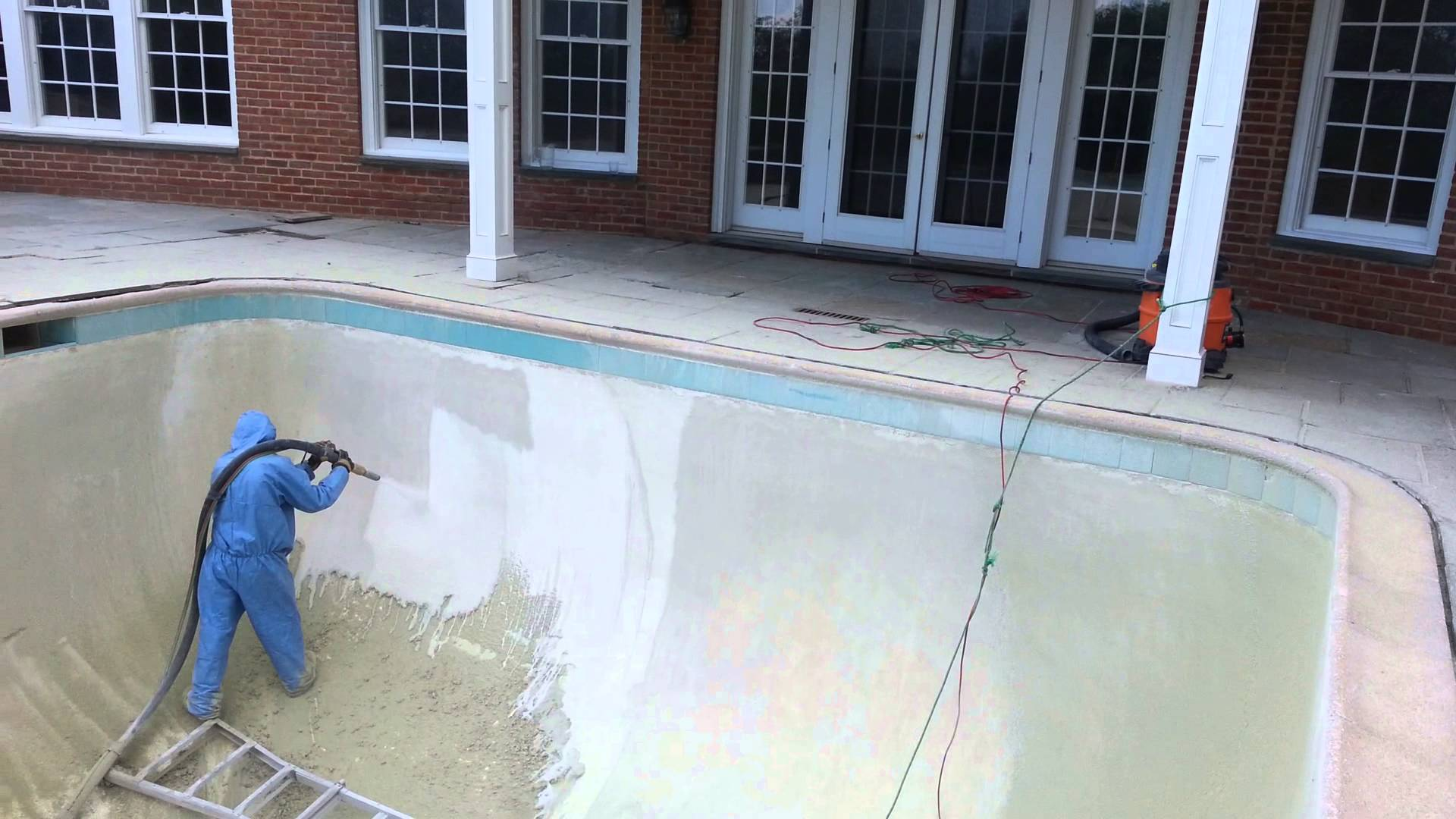 Sandblasting and dustless blasting - Pool surface preparation, calcium and stain removal