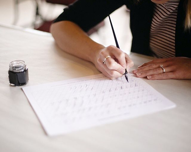 SO excited to announce that after a couple year hiatus, I'll be returning to @musejar for an intro to calligraphy workshop on August 17th!! We knew some of you want to try calligraphy but are not sure if you'll love it/not ready for a huge investment, so we wanted to create a class that's a basic introduction to the art form but also gives you enough knowledge to continue practicing at home if you want to. This class doesn't include a full take home kit, but you'll be able to purchase supplies after class if you want, and I'll be providing allll the recommendations from my years of practice and trial and error. The workshop will be on August 17th - link in bio to register. 🖋🖋🖋 Photo by @nicolecooke at @wnybookartscenter 💓