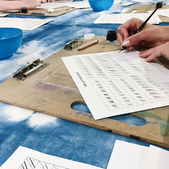 Scenes from my calligraphy workshop last weekend at @musejar ! Everyone did so well, I was impressed! If you want to learn calligraphy too, I have one more class coming up at MUSEjar on September 28th! Link in my bio to register 🖋🖋 no experience required.