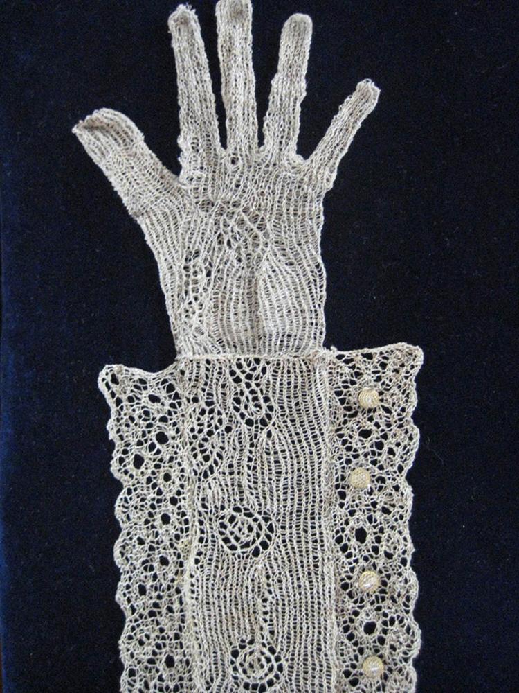 18.Keefer_TheoryOfRevolution_Glove.jpg
