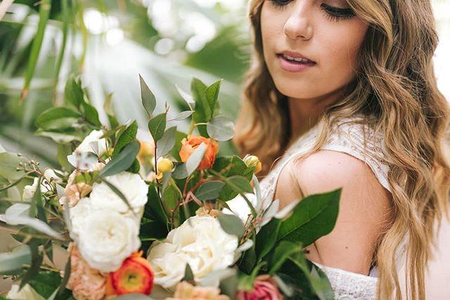 Color vibes 🌿🌴 Photo @sashamatsumura Florals @plushfloral .. ... .. #floral #floraldesigner #art #model #realwedding #calligraphy #stationary #weddingphotography #weddingdress #designerdress #colorful #weddingflowers #rexburgflorist #idahofallsflorist #utahphotographer #idahoweddingphotographer #jacksonholeflorist #Jacksonhole #boiseflorist #Idaho #idahome