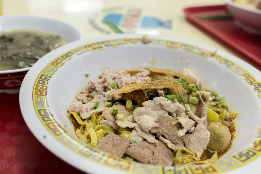 Bak Chor Mee  is Hokkien for 'minced pork noodle'. I usually eat only the noodles with the savoury sauce and pass all the ingredients to my Dad -  hiok hiok!