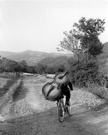©Henri Cartier-Bresson / 1965 - YUGOSLAVIA. Serbia. Bass player on the road Belgrade-Kraljevo, to play at a village festival near Rudnick. 1965.