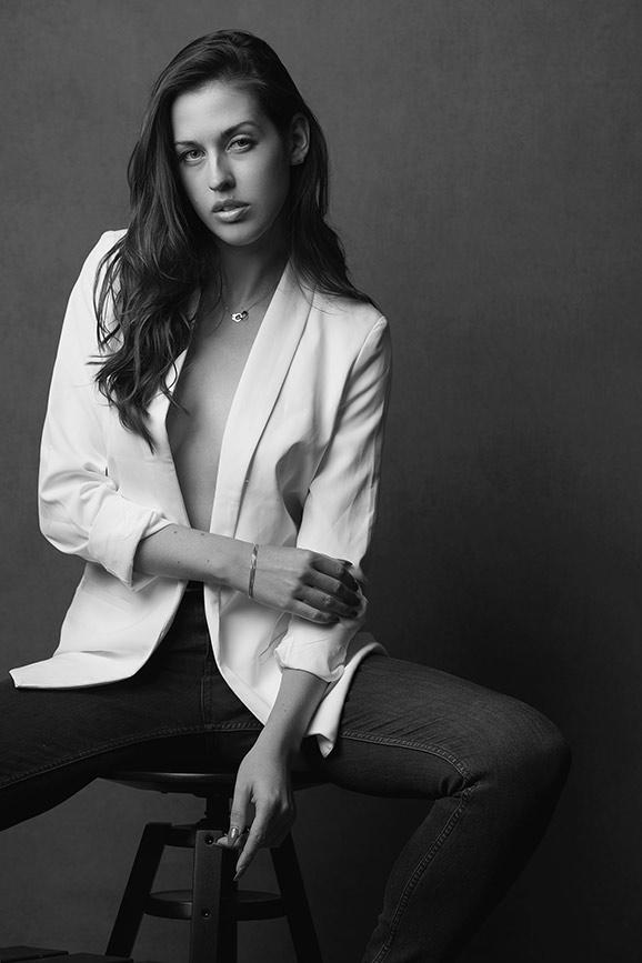 Woman-black-and-white-stunning (20).jpg