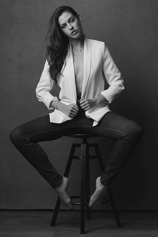 Woman-black-and-white-stunning (22).jpg