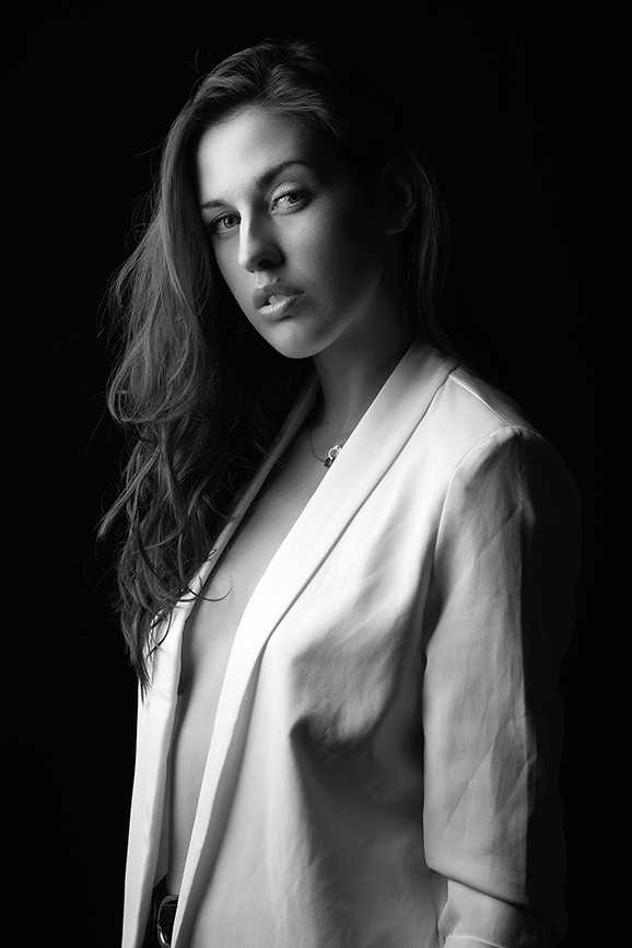 Woman-black-and-white-stunning (27).jpg