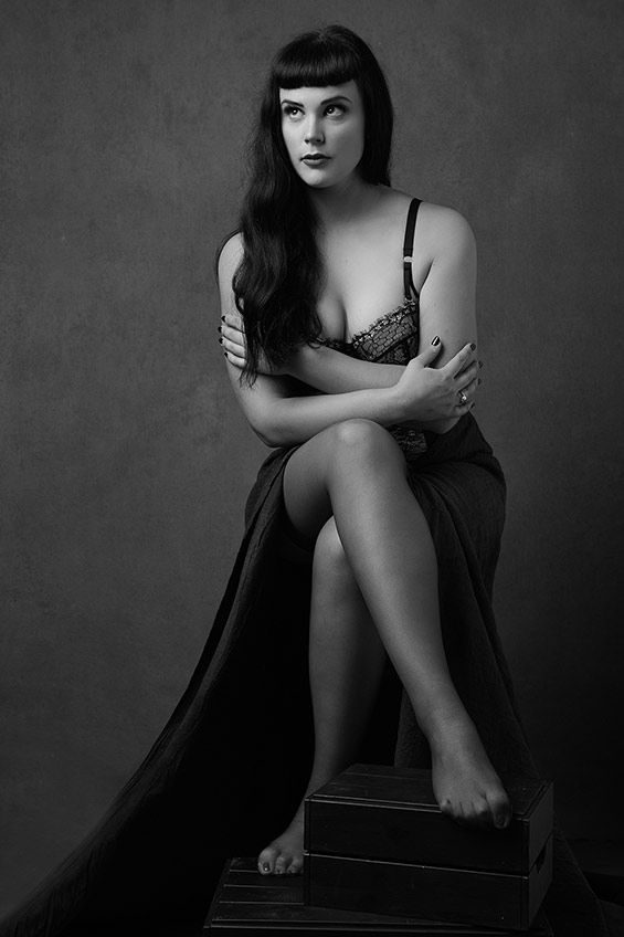 Woman-black-and-white-stunning (51).jpg