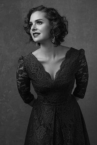 Woman-black-and-white-stunning (58).jpg