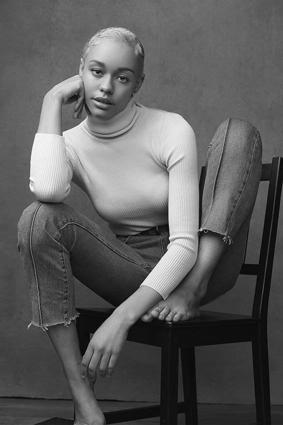 Woman-black-and-white-stunning (2).jpg