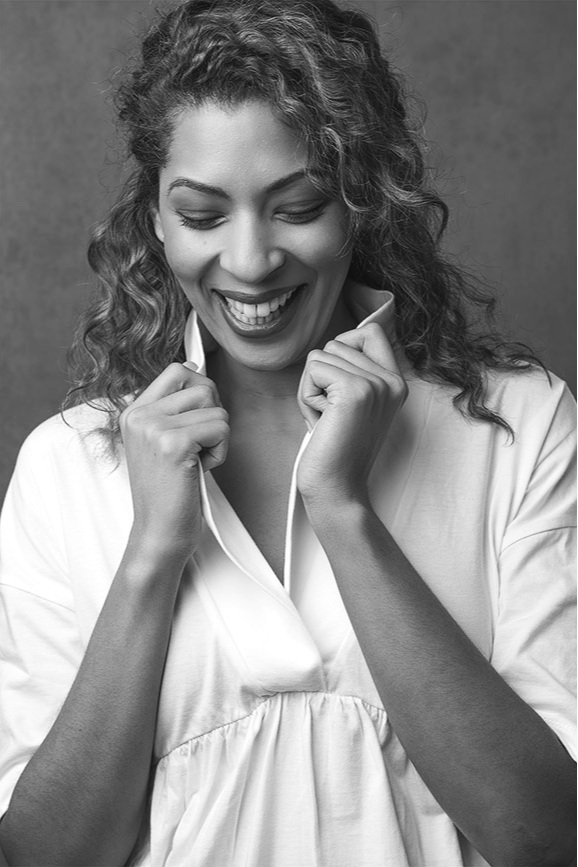 Woman-black-and-white-stunning (55).jpg