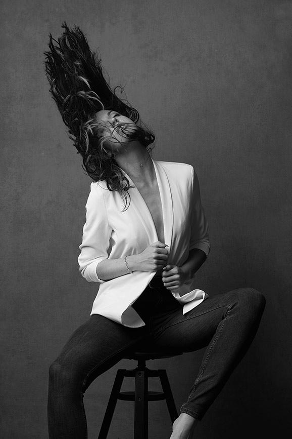 Woman-black-and-white-stunning (25).jpg