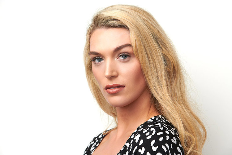 woman-headshot-blondehair-stunning.jpg