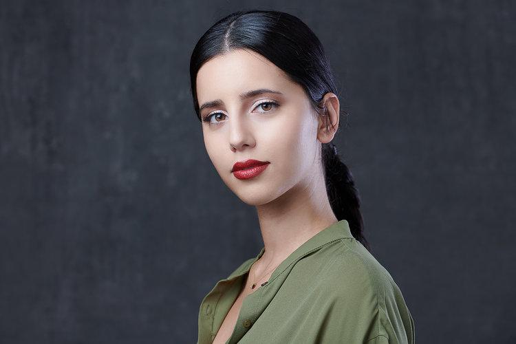 woman-headshot-darkhair-stunning-.jpg