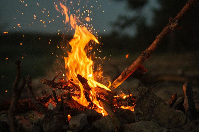 build-a-roaring-fire-beth-wonson-pixabay-2560427.jpg