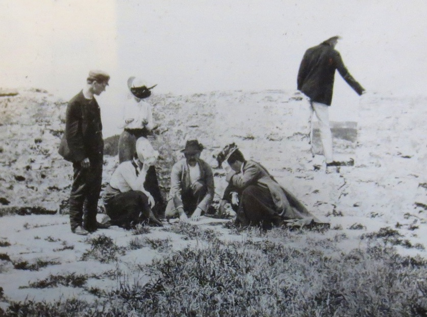 Scientists at work at the Bermuda Biological Station for Research, ca. 1903. (Bermuda National Archives)