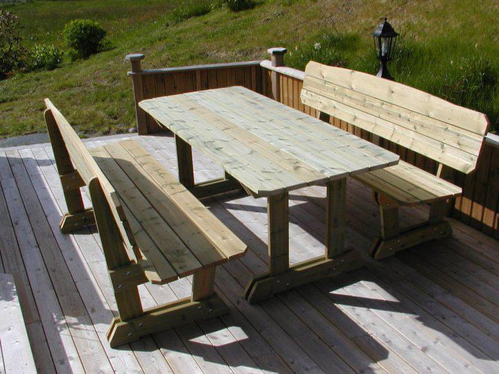 Dalsfjordbenk med bord.jpg