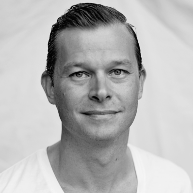 MATTIAS HULTING, Founder of Ramblin's Brands (SG)  With 10+ years of experience in the beauty care business across Scandinavia and Asia, Mattias is revolutioning consumer categories that have room to grow. Smile Makers, the company's first brand, is doing that in the sexual wellness industry.