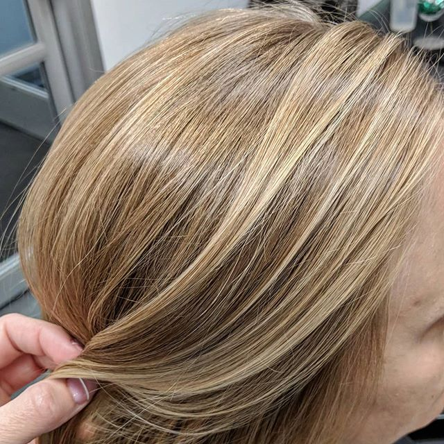 Beautiful natural looking balayage using @originalmineral Paint Powder lightener, and toning with @owayorganics ammonia free Hcolor! . . Toned with 11.17/10.1/9.3/9vol/Hmilk . . #oway #owayorganics #originalmineral #originalmineralusa #blondebalayage #naturalhighlights #naturalhaircolor #neutralblonde #honeyblonde #ammoniafree #simplyorganicbeauty