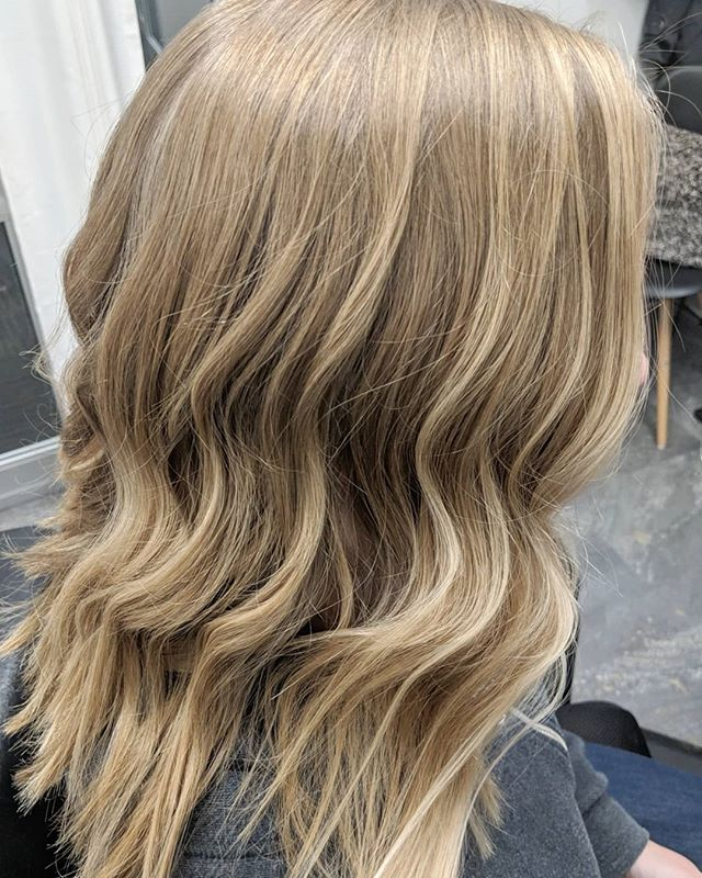 Balayage with @originalmineral Paint Powder!  Swipe to see it straight, and the before ➡️ . . Toned with COR Platinum toner, 10.16, 5vol . . #originalmineral #originalmineralusa #simplyorganicbeauty #balayage #paintpowder #corcolor #bluntlob