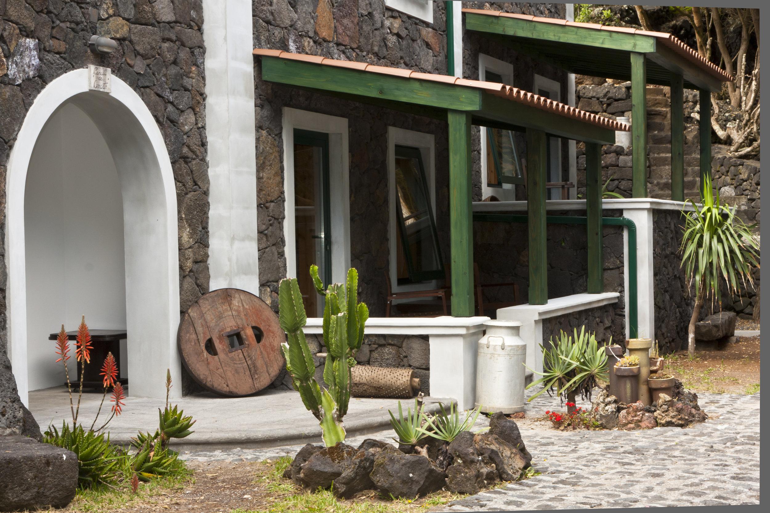 aldeia_fonte_hote_alpendre_porches.jpg