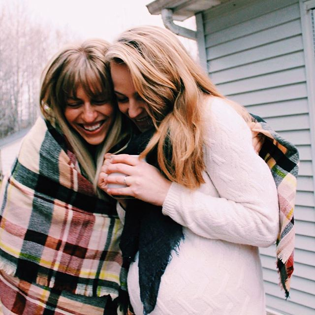 We're thankful to be living in the midst of a season that welcomes laughing, sharing, baking, making, gathering, bundling & a happy medley of FRIENDSGIVING & NEW MOMSGIVING (baby cuteness overload coming to your feed soon). . Comment below 👇 with ALL the things you're feeling extra grateful for this season ❤️ . #givethanks #30daygals #friendsgiving #grateful #friends