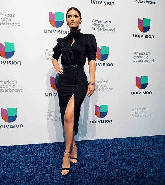 hair styling by me #ashleydisarro  makeup by stefanie @predame_bridal  For @chiqui_delgado . . . . . #Repost @chiqui_delgado ・・・ #upfront @univision  new projects on the making 🎥 #superbrand #univision #chiquidelgado #makeupartist #hairstylist #freelance #travel #mexico #mexicocity #beauty #glammakeup #redcarpet #formalhairstyle #formalmakeup