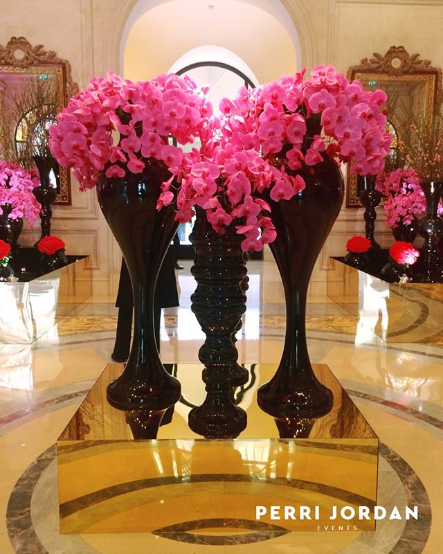 @jeffleatham has done it again with these stunning orchids at the Four Seasons Hotel in Paris 🌺🌸🌺🌸