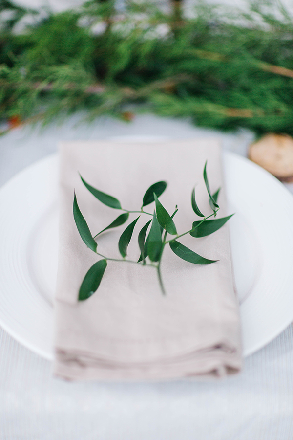 Winter white and green table decor
