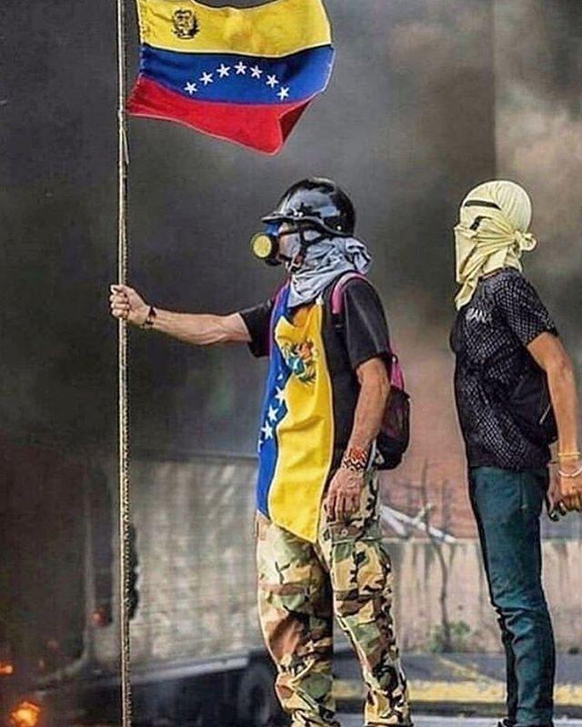 Hoy se reconquista y renace la #Libertad en mi #Venezuela amada y extrañada! Venezuela Libre coño! 🇻🇪🙏🏼❤️ #23ene