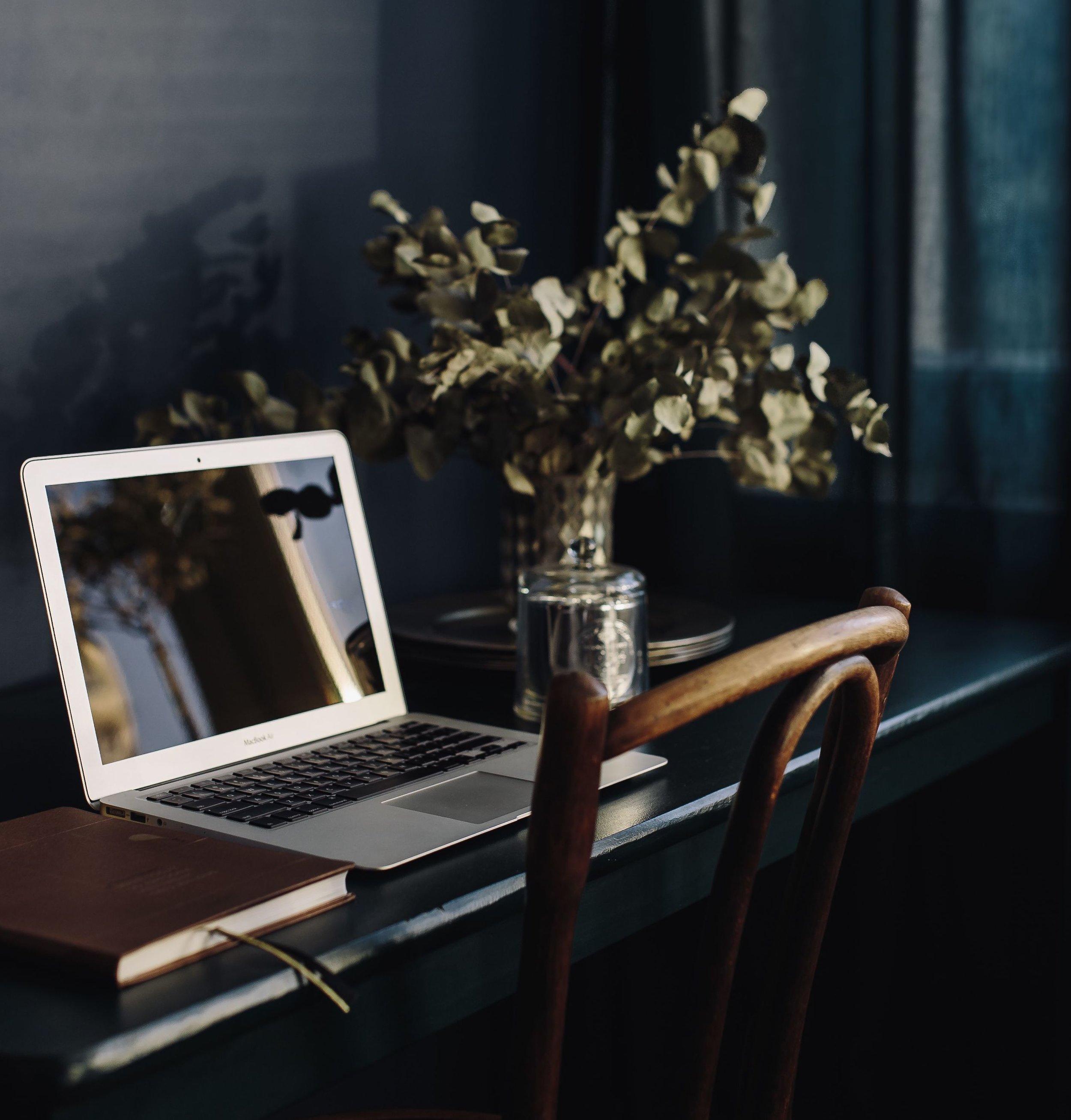 kaboompics_Modern Home Office_cropped.jpg