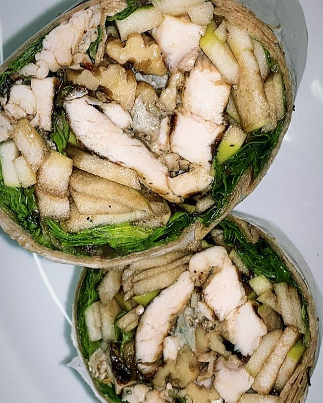 Love our spring mix salad ?? Try it in a regular or whole wheat wrap ! Spring mix lettuce, green apples, walnuts, crumble blue cheese and grill chicken with balsamic dressing