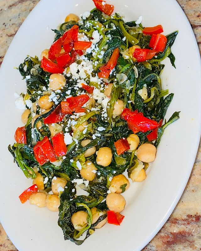 Thinking about a delicious fun appetizer to add to your meal ? Come try our new spinach and chickpea salad only at #avli