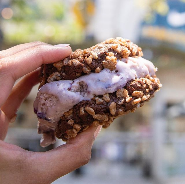 Looks like things are heating up between us and the cookies from @cookiegoodla.